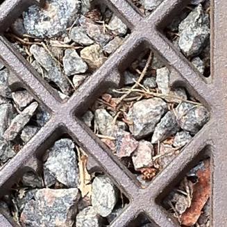 Türtritt gusseiserne Rauten auf Grus-Steinchen