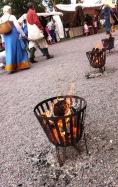 Wärme und Licht und ein bisschen Mys (Gemütlichkeit) von gusseisernen Feuerkörben