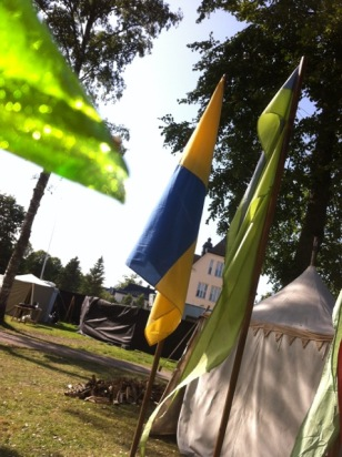 Grüner Zwerghutzipfel und hängende Schwedenfahne