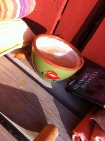 Kaffeeboule. also in einer grünen Schüssel mit Wichtel aud unserer Sonnenterrasse
