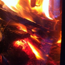 KnisterPrasseln hell lodernd auch im Kamin