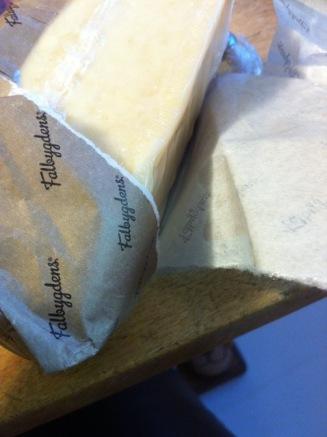 (sieht nach Papier aus) aber den Käse ohne Plastik